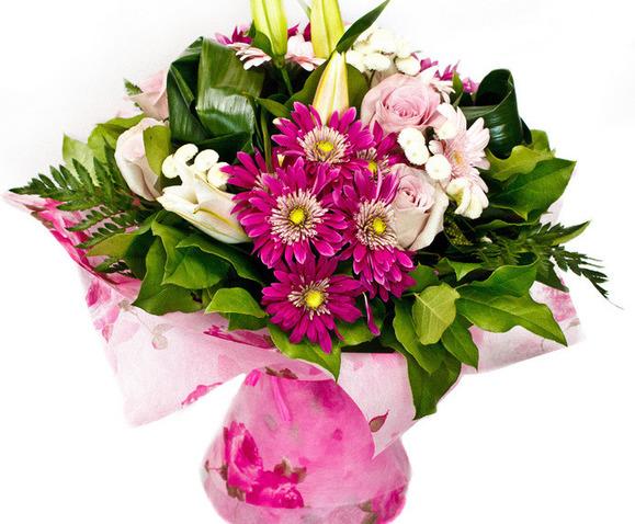 http www marcheofleurs com fr fleurs deuil les bouquets deuil de 29euro a 39euro bouquet avec reserve d eau 109 html