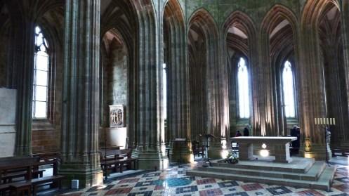 autel dans l'église abbatiale