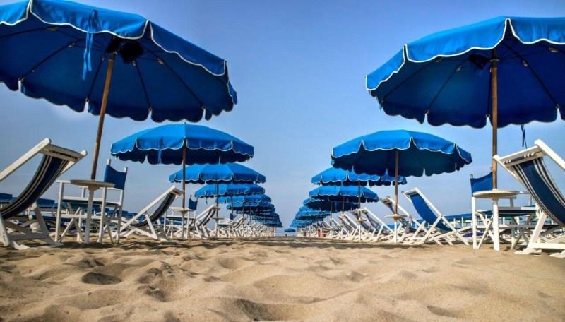 Dal 25 maggio si torna al mare: le 5 misure in Puglia per l'estate
