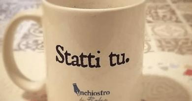 Inchiostro di Puglia finisce nei supermercati: dalle tazze alle magliette le idee regalo per Natale