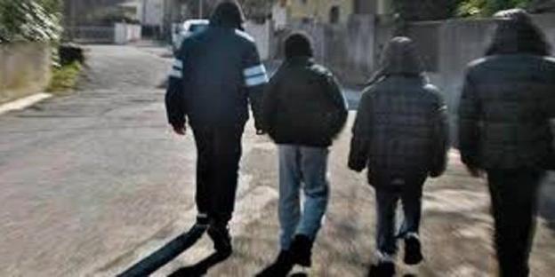 Tormentano una coppia di anziani: a Stornara è caccia ai baby bulli