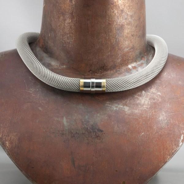 Collier 'Milanetic', 14 mm, grijze uitvoering met geel titanium