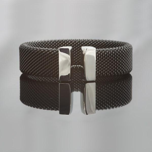 Milanese klemarmband van zwart edelstaal , 18 mm breed.