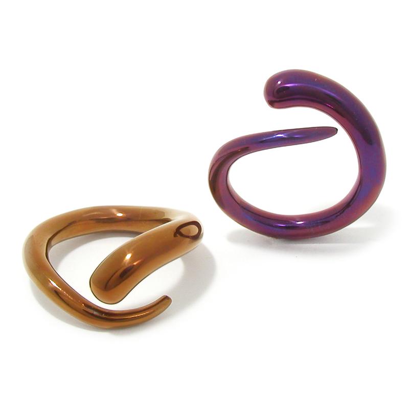 Titanium ringen 'Snakes' in diverse felle kleuren.