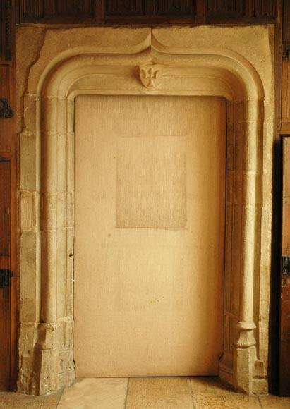 Encadrement de porte en pierre dpoque gothique  Portes