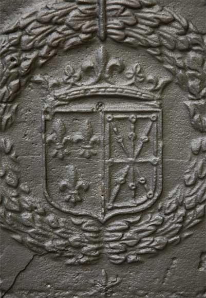 Plaque de chemine aux armes de France et de Navarre date de 1613  Plaques de chemine