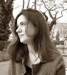 Micaela Latini è docente di Letteratura Tedesca all'Università di Cassino e del Lazio Meridionale, ma la sua formazione e la sua produzione è filosofica, essendosi laureata con Emilio Garroni, uno dei maggiori pensatori moderni che il nostro Paese abbia avuto nel campo dell'estetica, della filosofia dell'arte.