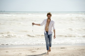 "White-Shirt-049 Images tagged ""beachwear"""