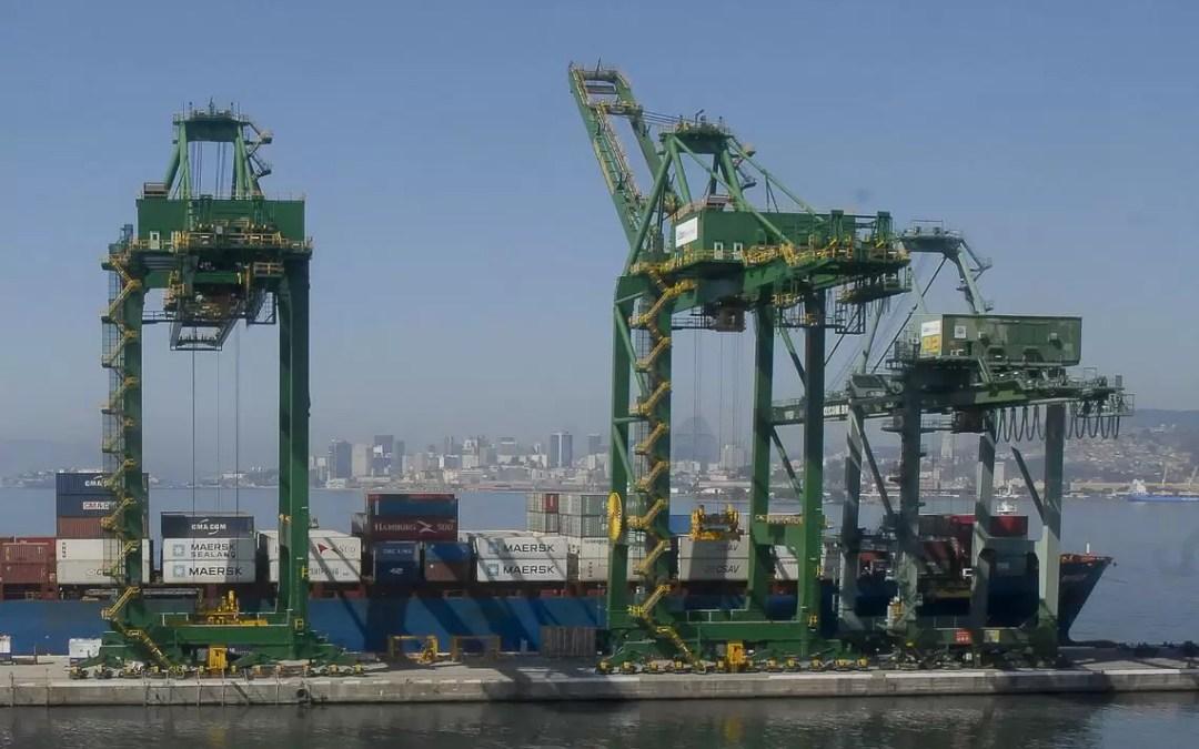 Portos brasileiros têm queda na movimentação de cargas no semestre