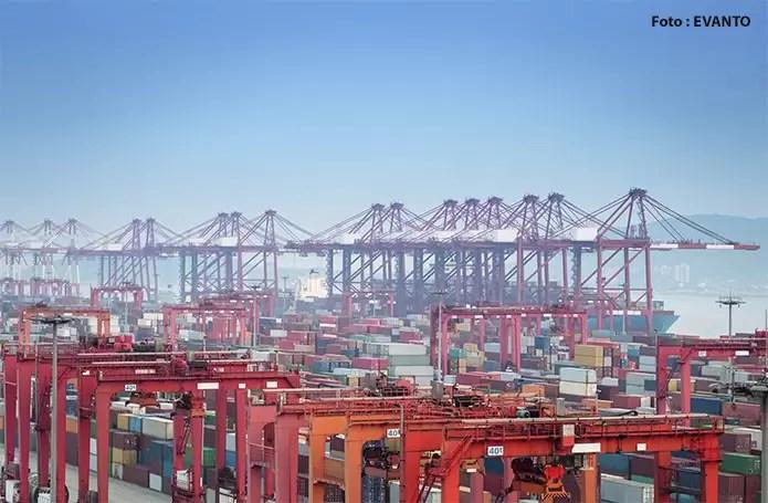 Balança comercial de bens e serviços da China registra superávit superior a US$ 54 bilhões em julho
