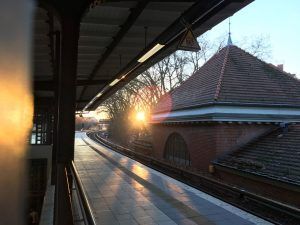 Die S-Bahn Station Neukoelln an der Sonnenallee