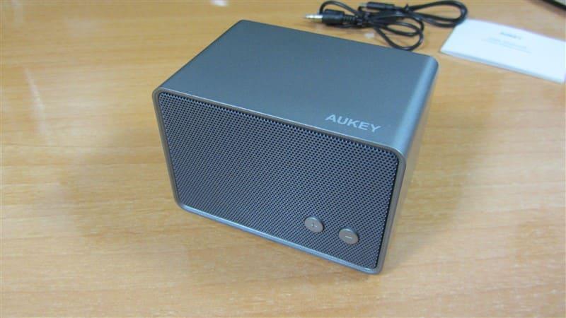 4 gadgets de Aukey económicos-Altavoz SK M28