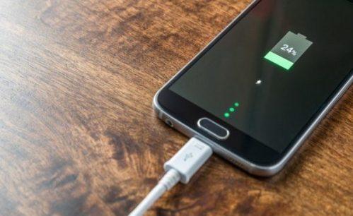 8 maneras de cargar más rápido la batería de tu móvil (2019)