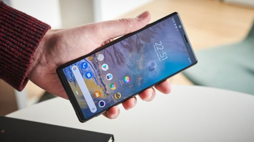 Sony estaría por integrar en sus móviles el afamado agujero en pantalla