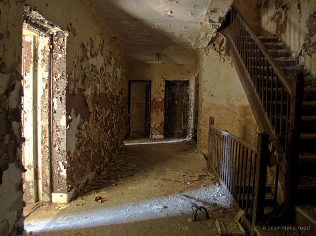 Glen Cairn Arms  tenement hallway 2
