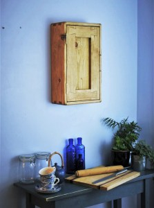 Our rustic farmhouse kitchen wall cabinet with a single wooden door has been designed by Marc Wood Joinery UK to feature our signature 'dovetail'  and 'finger' joints and is custom handmade in real, solid wood. Comes with 3 shelves and can be made tall, wide & narrow to fit any awkward kitchen wall space.