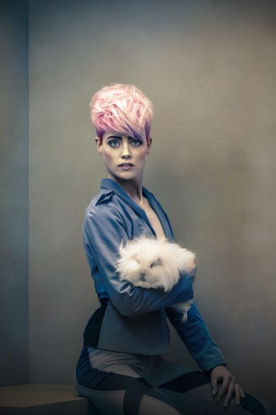 young; woman; portrait; studio; amsterdam; the netherlands; soft; colours; colors; jong; vrouw; zacht; licht; pink; hair roze; haar