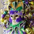Party ideas by mardi gras outlet making a mardi gras wreath with deco