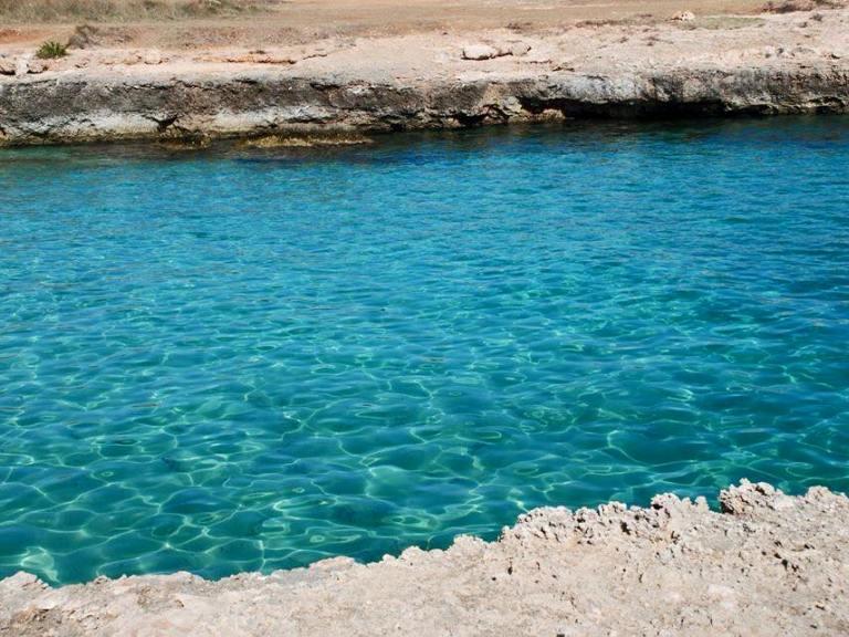 Creta Rossa 5 km di piccole ed intime calette sconosciute ai turisti