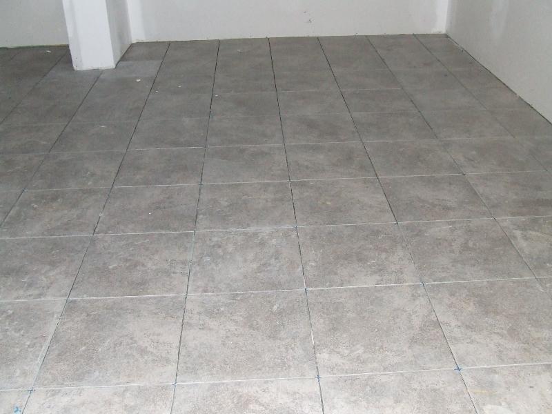 Light Gray Floor Tile With Dark Grout Lightneasy