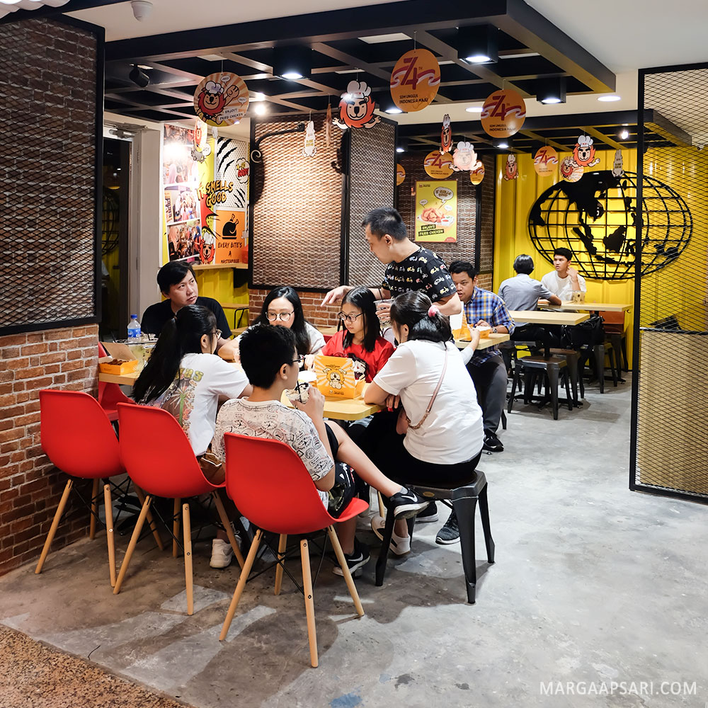 Ambience of Fried Chicken Master, Blok M, Jakarta