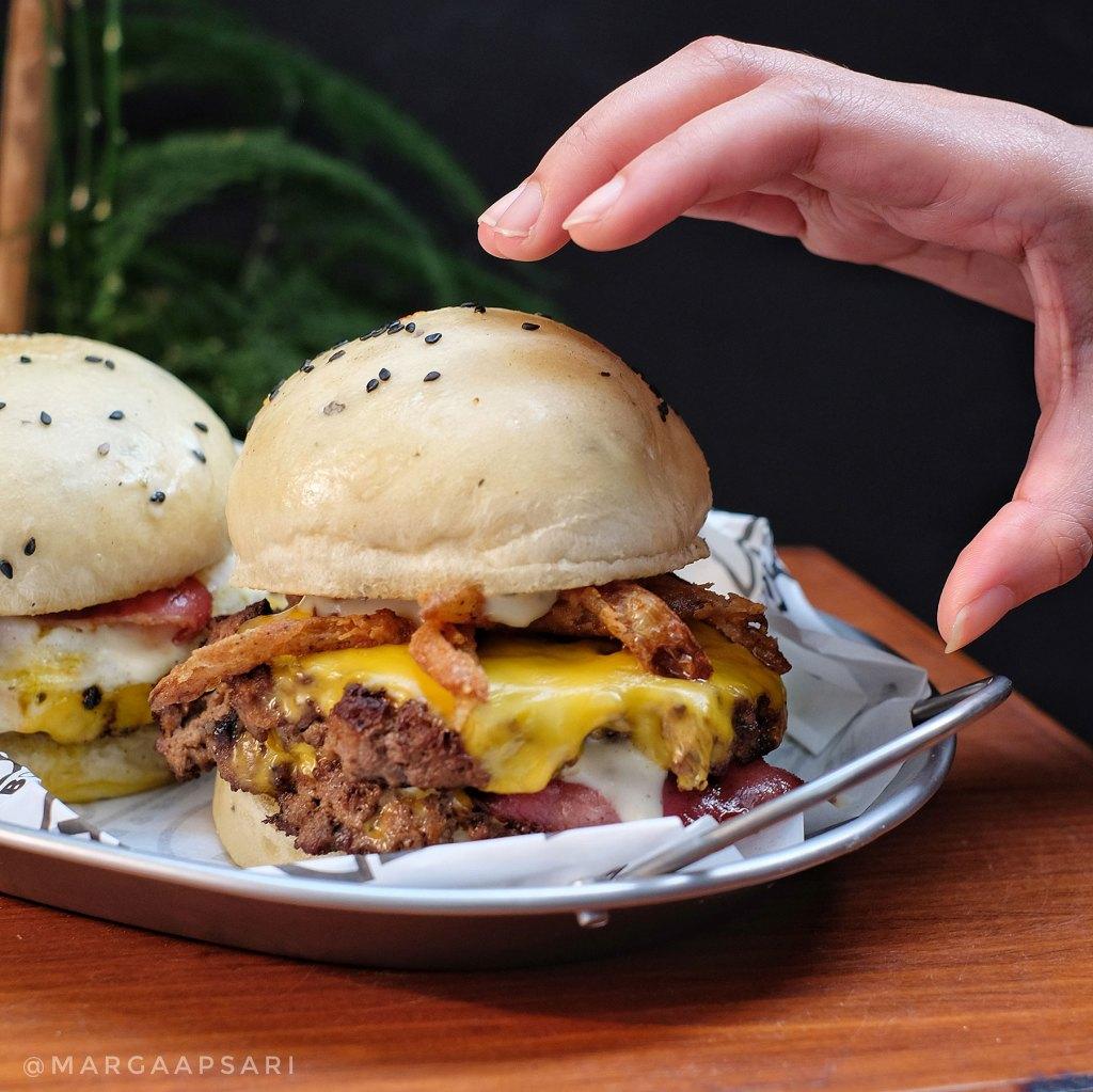 Makan di Easy Burger & Bowl