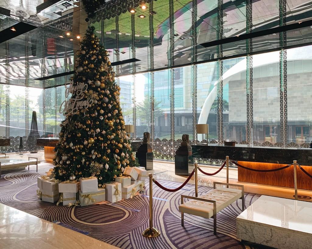 Suasana lobby Hotel Indonesia Kempinski