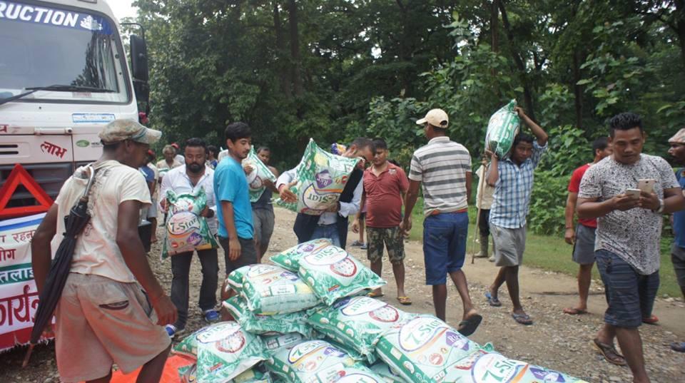 देश वाहिर रहेका बाँकेवासीहरुले बाढि पीडितलाई १ लाख बढिको राहत सहयोग