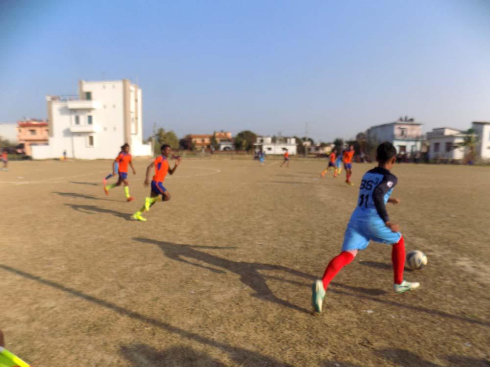 बाँकेमा जारी अन्तर विद्यालय छात्र फुटबल प्रतियोगितामा गोलको बर्ष