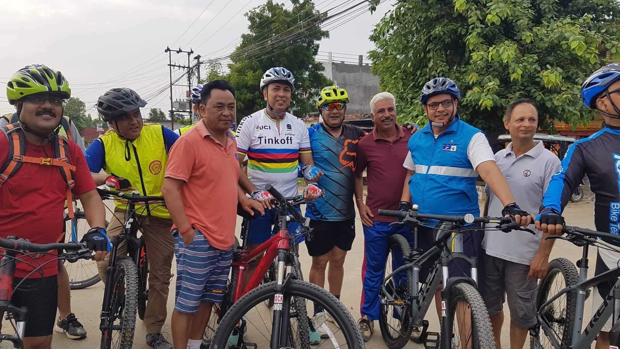 कर्णाली प्रदेश सरकारका मुख्य सचिव केवल किरण  भण्डारीकाे नेतृत्वमा नेपालगन्जमा साईकिल यात्रा