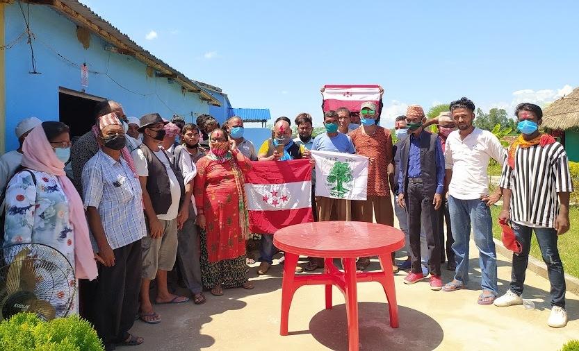 खजुराका नेकपा  नेता भिम बहादुर रानाको नेतृत्वमा ८० जना युवाहरु  नेपाली  काँग्रेसमा प्रबेश