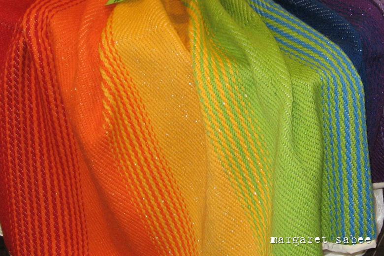 Regenboogwade van Margaret Sabee Weefkunst Den Haag