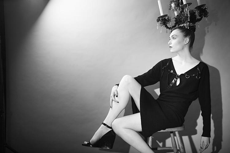 Photo: monochrome fashion model with headdress