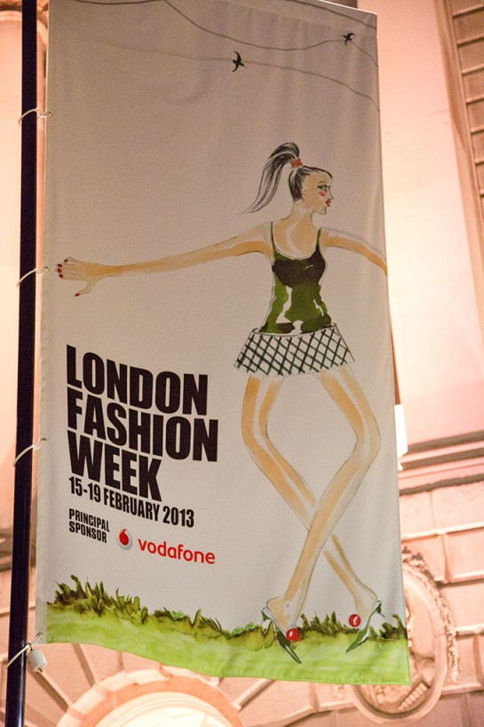 Photo : London Fashion Week Photos of banner and Somerset House exterior at night