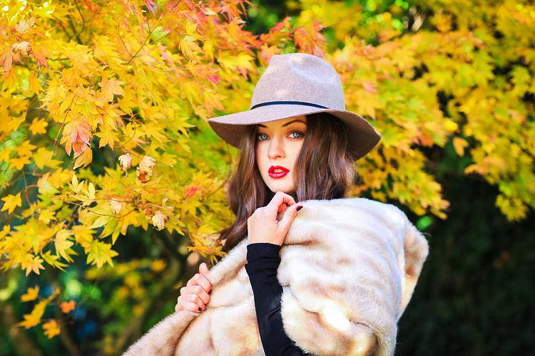 Traveling with Autumn  fashion photo shoot in London  Margarita Karenko Photography
