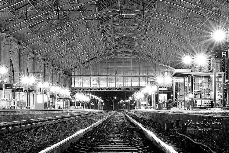 Dans la gare de La Rochelle par Yannick Galeski