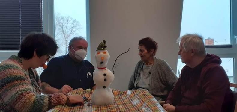 Der Schneemann der vierten Etage