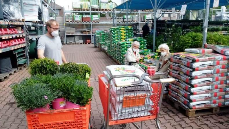 Zusammen Einkaufen für die Terassenbepflanzung