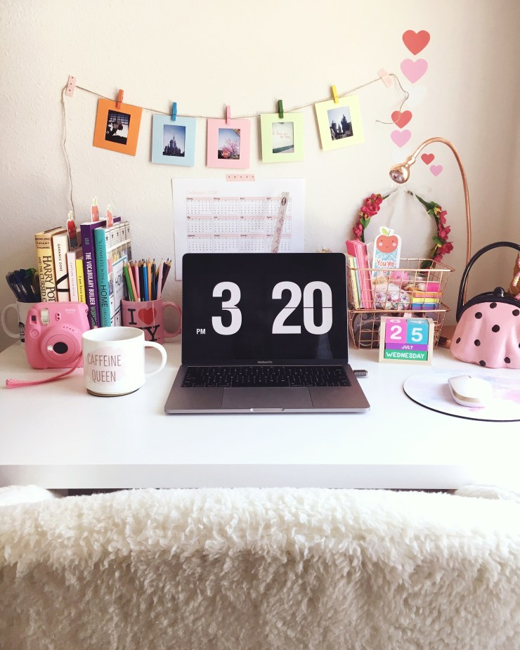 Decorar mesa de home office pequena
