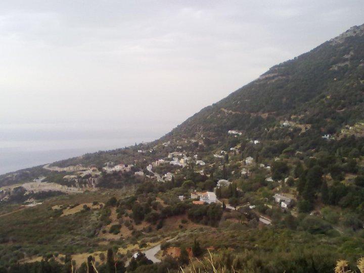 Χρυσόστομο: Το χωριό της Ικαρίας που συνδυάζει τη θάλασσα με το ...