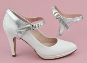 maintenir ses chaussures avec des brides amovibles argentées