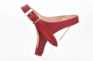 solution pour garder ses escarpins, sangles amovibles en cuir rouge