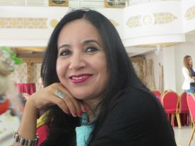 La poeta Marroquí Oulaya Drissi El Bouzaidi