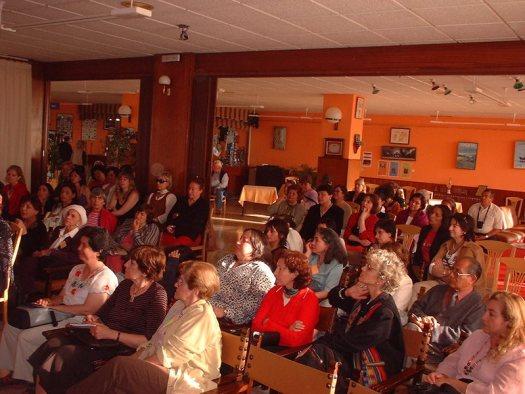 Grupo de escritoras participan del encuentro