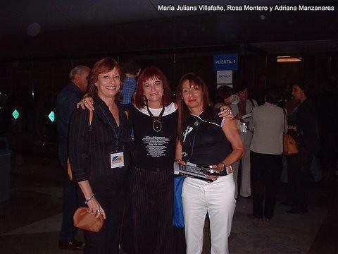Maria Juliana, la escritora española Rosa Montero y Adriana Manzanares
