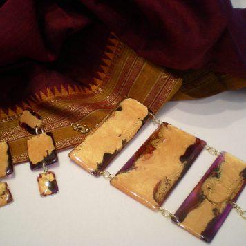 Parure in resina viola, prugna oro e arancio