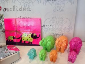 Questi sottopiatti li ho realizzati perchè ispirata da queste fantastiche candele colorate di Mario Luca Giusti