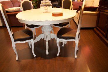 Shabby per il restyling del tavolo e le sedie