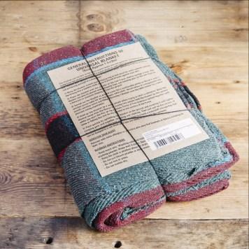 Coperta in lana riciclata nei toni del verde