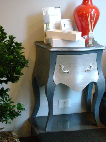 Restyling mobili comodino grigio e argento